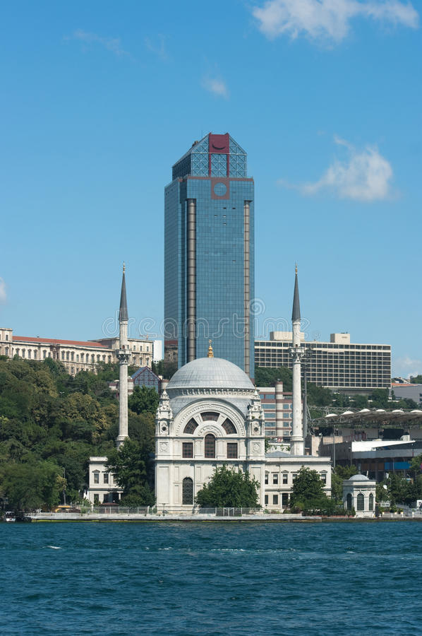 Free Antique Mosque And Modern Skyscraper In Istanbul Royalty Free Stock Images - 15863979