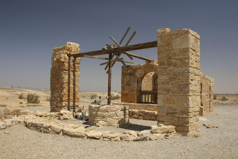 Antique puits d'eau dans le château Qasr Amra, château de désert près d'Amman images libres de droits