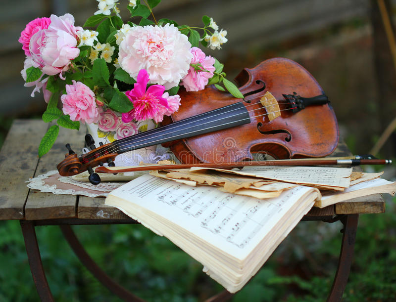 Download Antique Violin, Notes And Spring Bouquet Stock Image - Image: 25046545