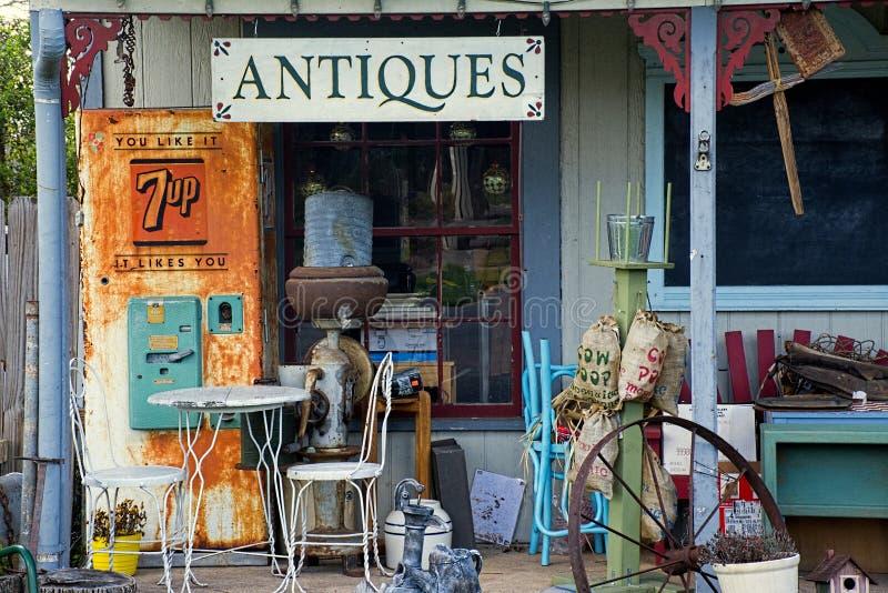Antiquitätenladen-Front, Fredericksburg, Texas stockfotografie