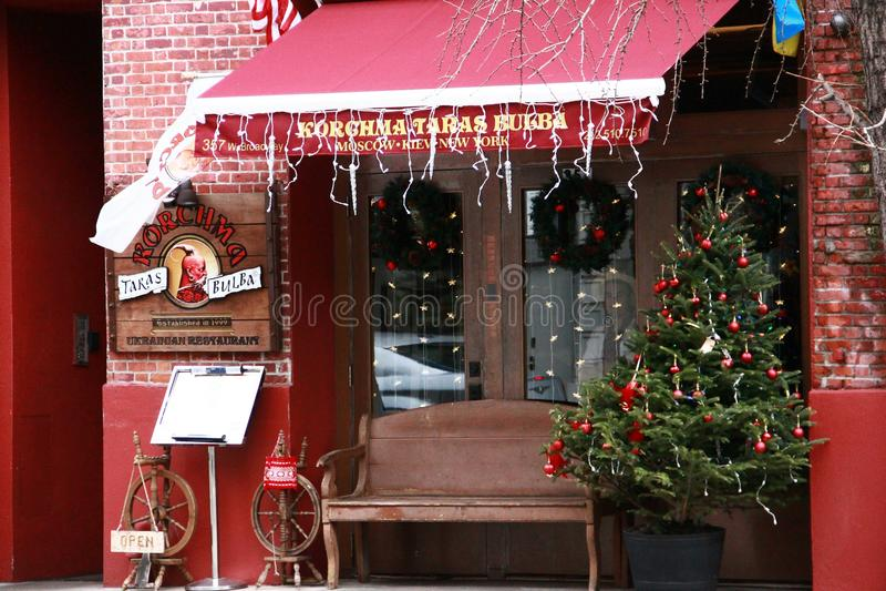 Antiquité rouge de décor de Noël de café local image stock