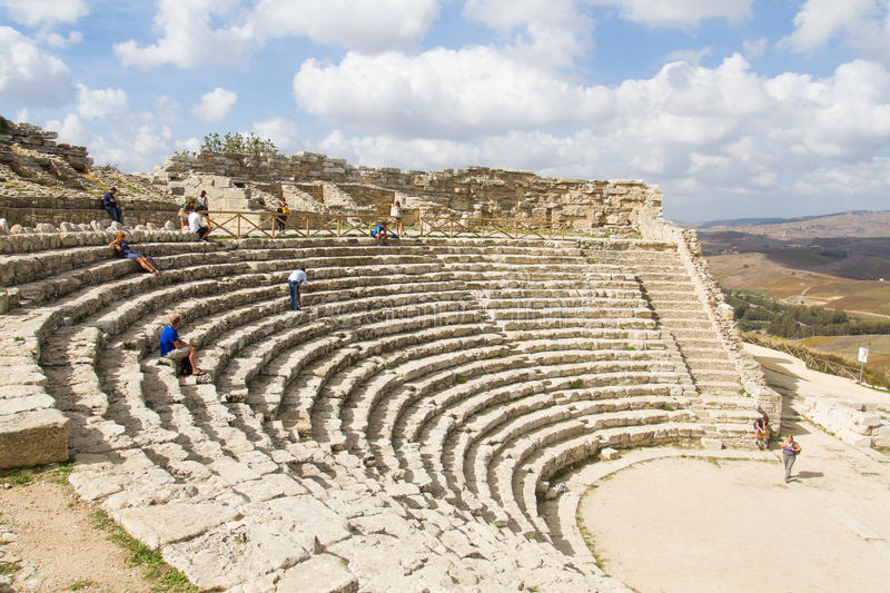Antiquiteit amfitheater in Segesta stock afbeelding
