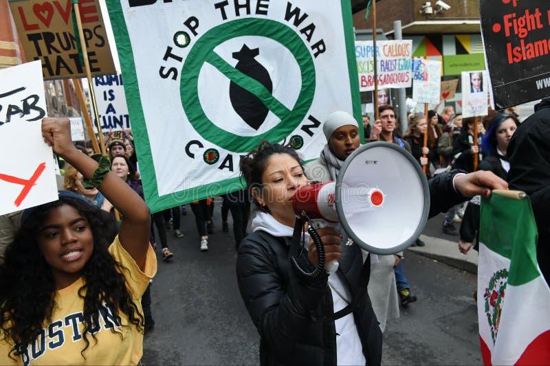Antitrumpf-Protest stockfotos