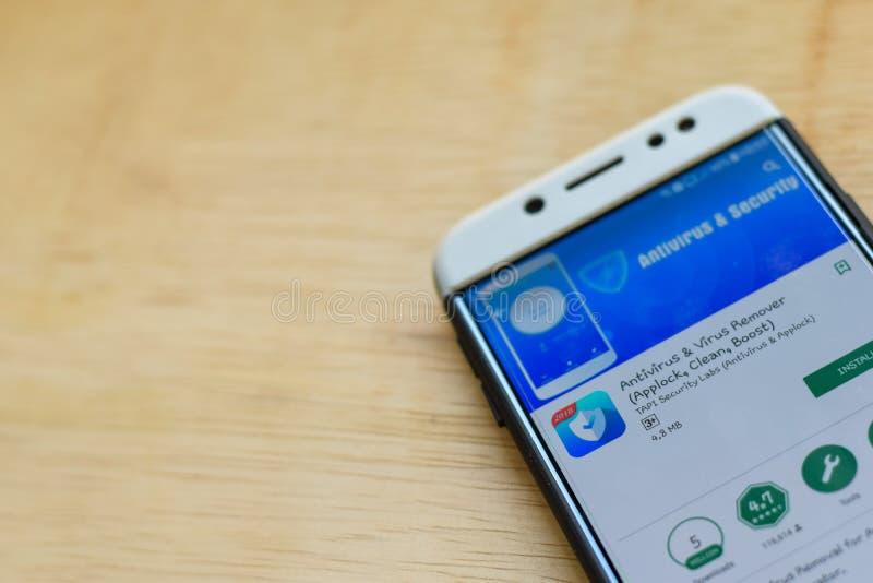 Antivirus y uso del revelador del removedor del virus en la pantalla de Smartphone Applock, limpio, alza es explorador Web del fr fotos de archivo
