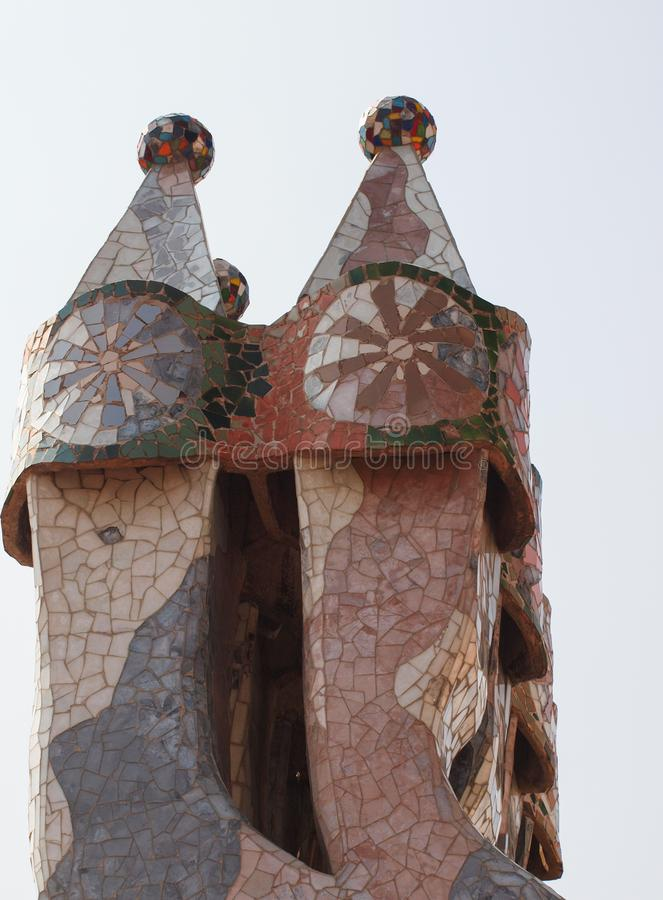 Anton Gaudi; foto de chapiteles en Barcelona España imagen de archivo