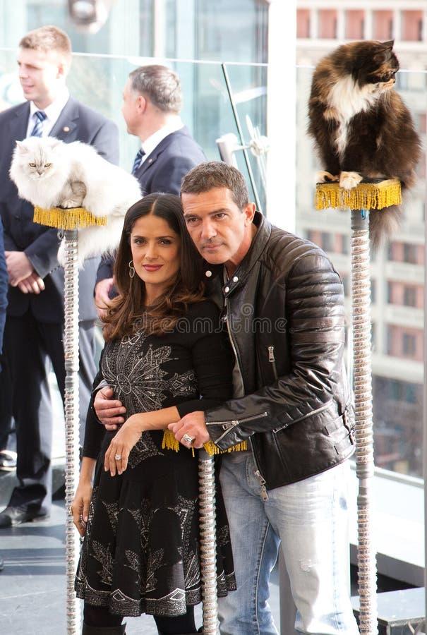 Antonio Banderas e Salma Hayek que chega em t fotografia de stock