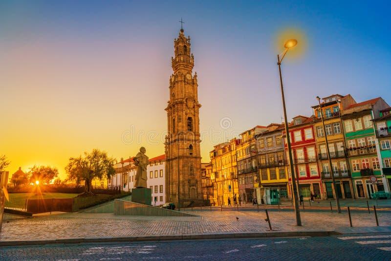 Antonio Ferreira biskupa statua w zmierzchu świetle, Porto, Portugalia obraz stock