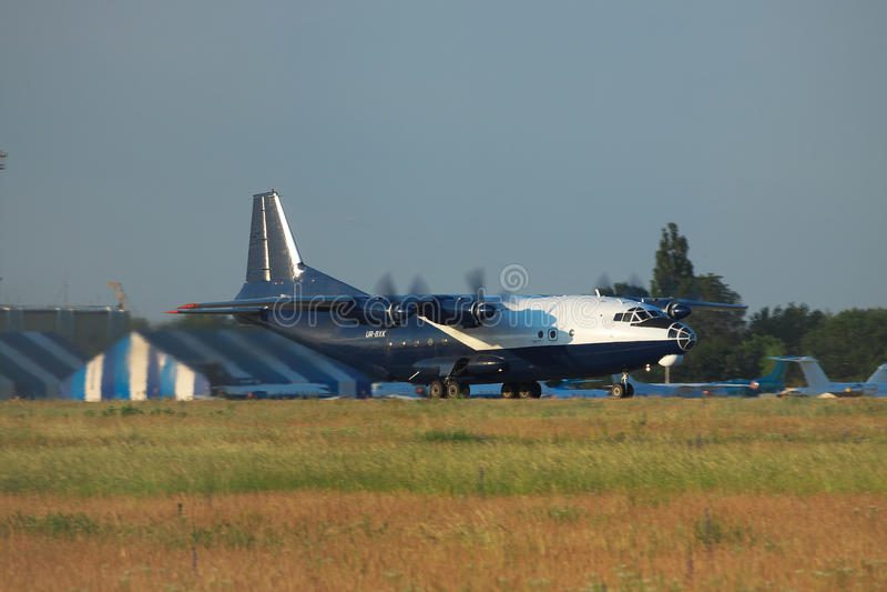 Antonov An-12 ładunku samolot zdjęcia stock