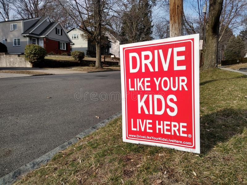 Antriebs-sicher Zeichen, Verlangsamung, Antrieb wie Ihre Kinder Live Here stockbild