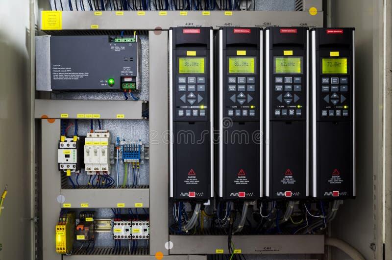 Antriebsinverterkonverter der variablen Geschwindigkeit, Einheit für Spannungsstabilisierung stockfoto