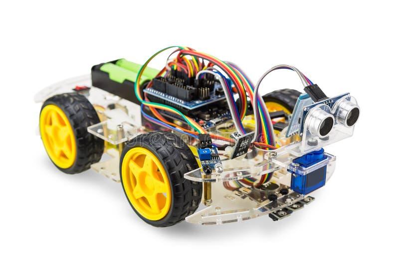 Antriebsroboterauto mit vier Rädern stockfotos