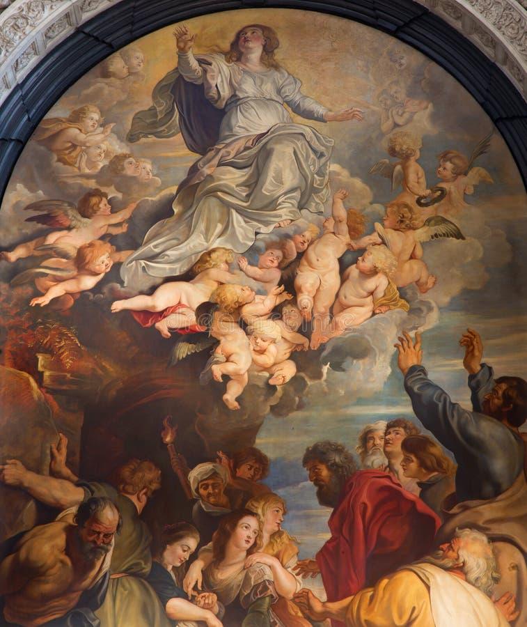 Antuérpia - a suposição da Virgem Maria abençoada, uma cópia após Peter Paul Rubens (1613) na senhora Chapel em St. Charles Borrom foto de stock royalty free