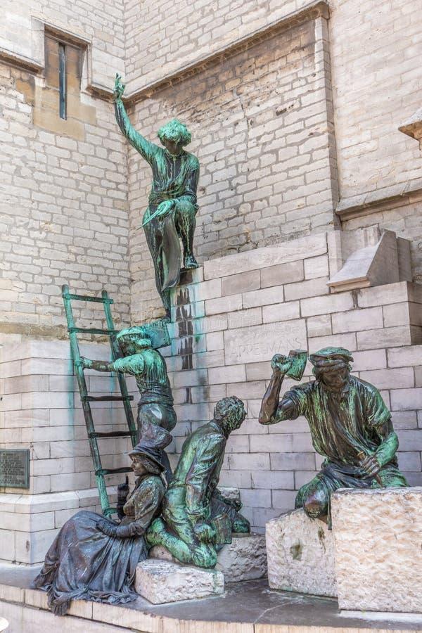 Antwerp Belgien - APRIL 7, 2019: Monument till Pieter Appelmans, arkitekt av domkyrkan av vår dam i Antwerp royaltyfri bild