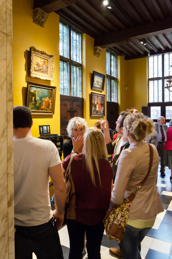 Antwerp Belgien - Maj 10, 2015: Turist- besök Rubenshuis (Ruben House) i Antwerp arkivfoton