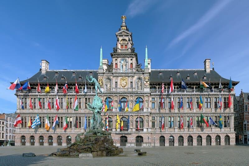 Antwerp Brabo i urzędu miasta fontanna, Belgia zdjęcie royalty free