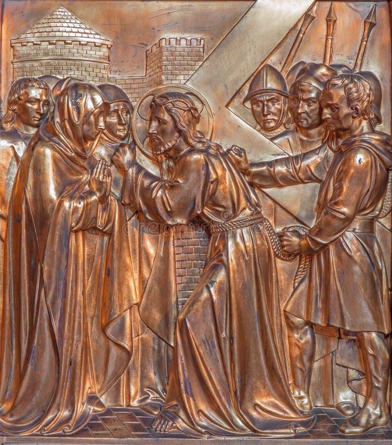 Antwerp - Jesus och hans moder på den arga vägen. Metalllättnad från Joriskerk eller den St George kyrkan arkivbilder