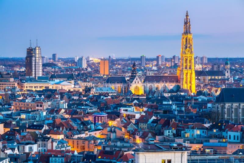 Antwerp pejzaż miejski przy półmrokiem obraz stock