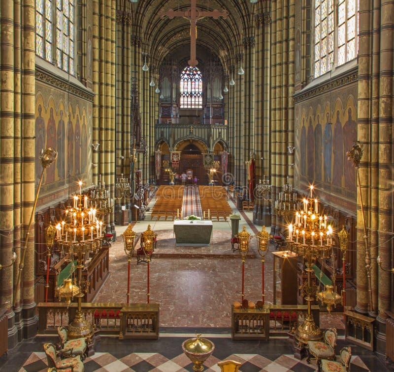 Antwerp - skepp och presbyterium av Joriskerk eller St George kyrka från. cent 19. royaltyfria bilder