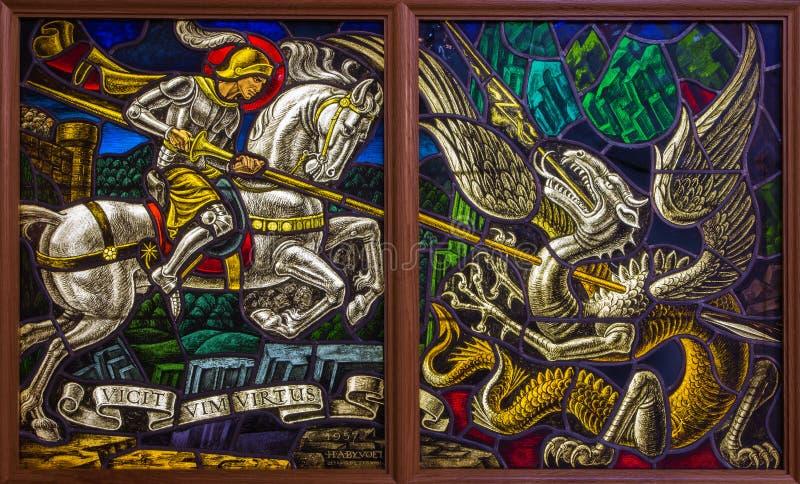 Antwerp - Windowpane pojedynek St. Georeg z diabłem w Joriskerk lub st. George kościół obraz stock
