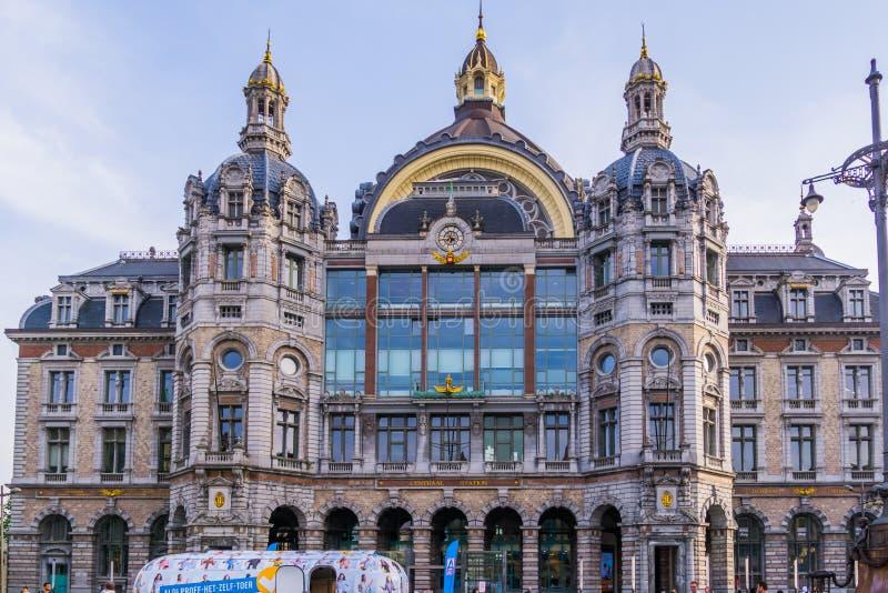 Antwerpen, Βέλγιο, στις 23 Απριλίου 2019, η κεντρική οικοδόμηση σταθμών της ιστορικής και κλασσικής βελγικής αρχιτεκτονικής πόλεω στοκ φωτογραφία με δικαίωμα ελεύθερης χρήσης
