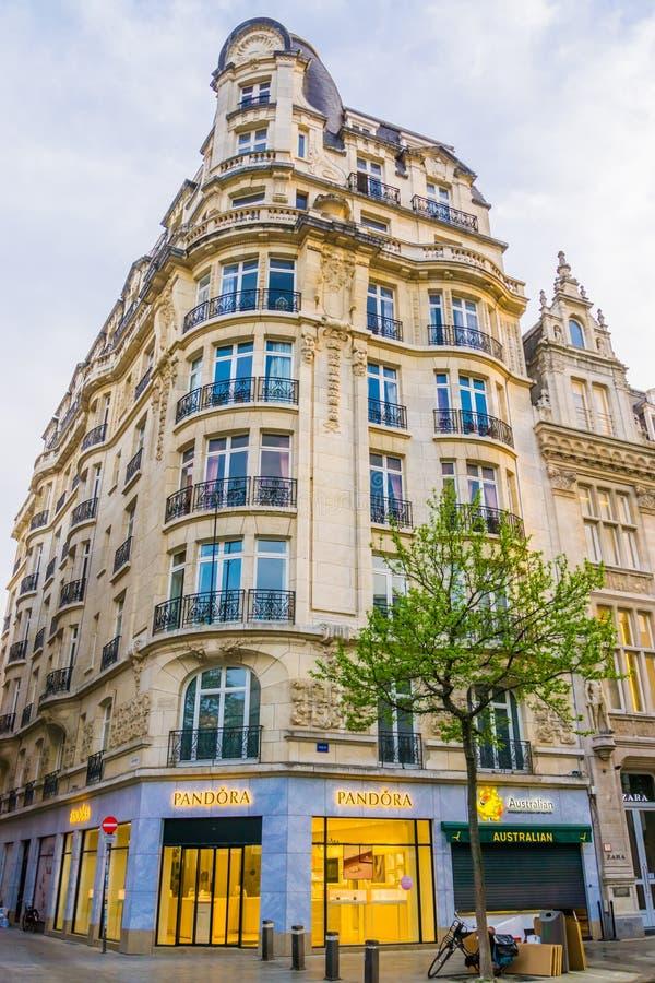 Antwerpen, Belgia, Kwiecień 23, 2019 Pandora biżuterii sklep w centrum handlowym Antwerp, dziejowa miasto architektura obrazy stock