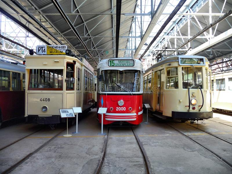 ANTWERPEN, BELGIEN - 29. JUNI 2019: Weinlesestraßenbahnen benutzt in Belgien, bis die achtziger Jahre am flämischen Tram-Museum a stockfotos