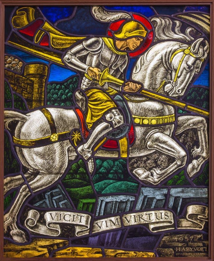 Antwerpen - Ruit van duel van St. Georeg met de Duivel in de kerk van Joriskerk of st. George stock foto's