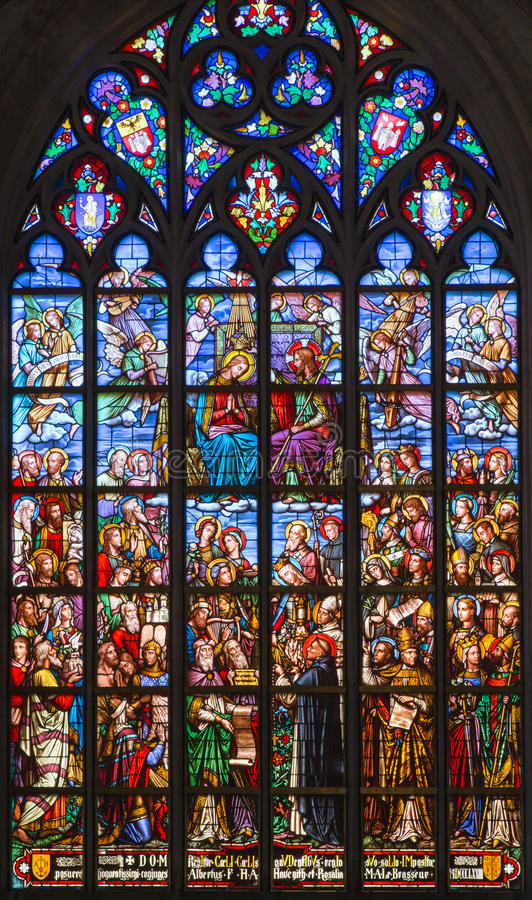 Antwerpen - Ruit van Kroning van hl. Mary van kathedraal van Onze Dame stock foto