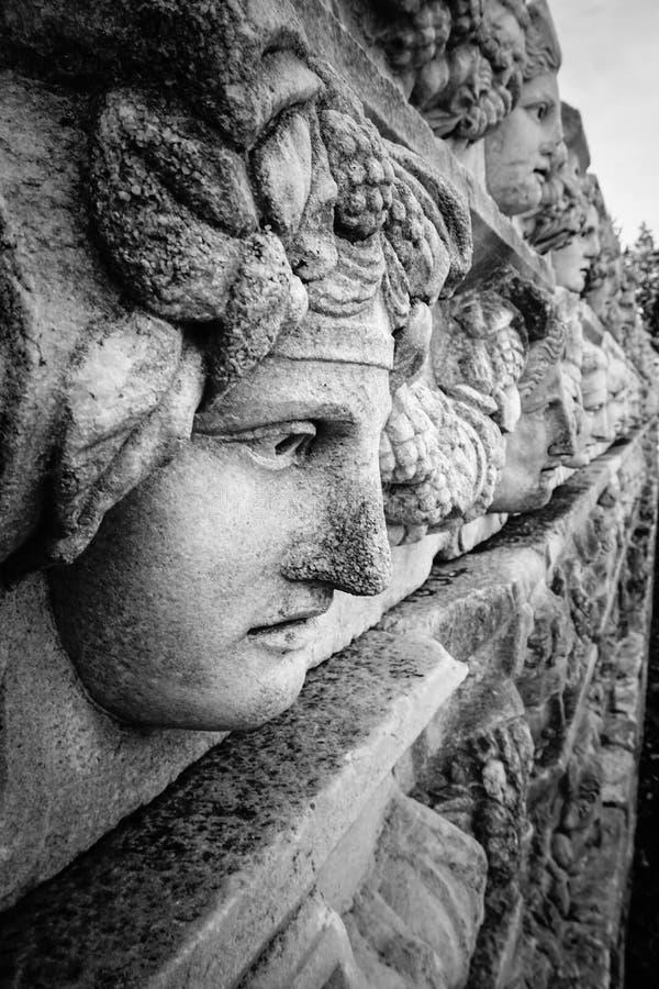 Antyczna ściana z maskową ulgą Aphrodisias Afrodisias Antyczny miasto w Caria, Karacasu, Aydin, Turcja obraz royalty free