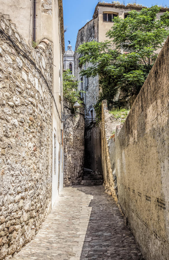 Antyczna średniowieczna ulica w Girona fotografia royalty free