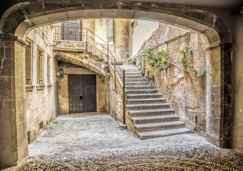 Antyczna średniowieczna ulica w Girona zdjęcie stock