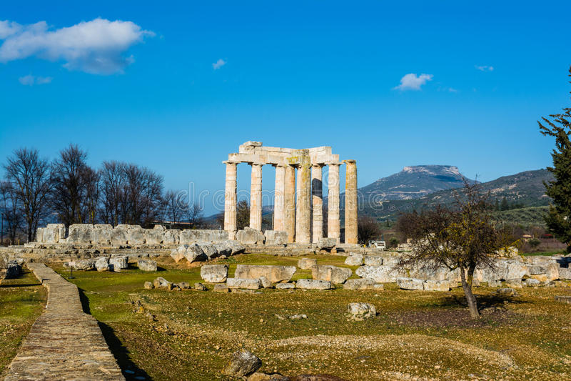 Antyczna świątynia Zeus w Nemea fotografia stock