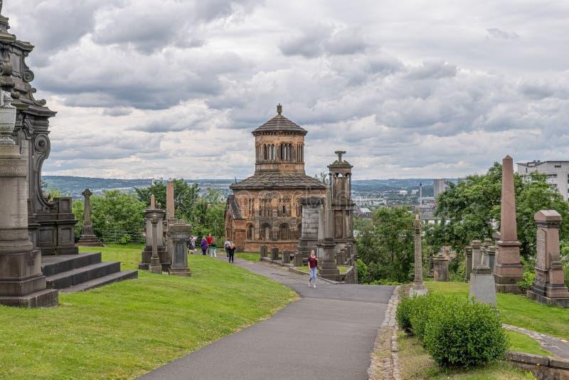 Antyczna architektura i zabytki nieboszczyk przy Glasgow Necropolis jesteśmy Wiktoriańskim cmentarzem w Glasgow i jesteśmy promin zdjęcia royalty free