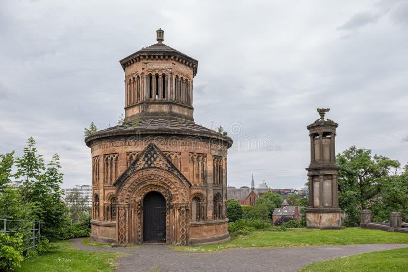 Antyczna architektura przy Glasgow Necropolis jest Wiktoriańskim cmentarzem w Glasgow i jest wybitnym cechą w centrum miasta zdjęcia stock