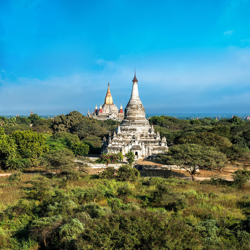 Antyczna architektura z Ananda świątynią przy Bagan Myanmar (Birma) obrazy stock