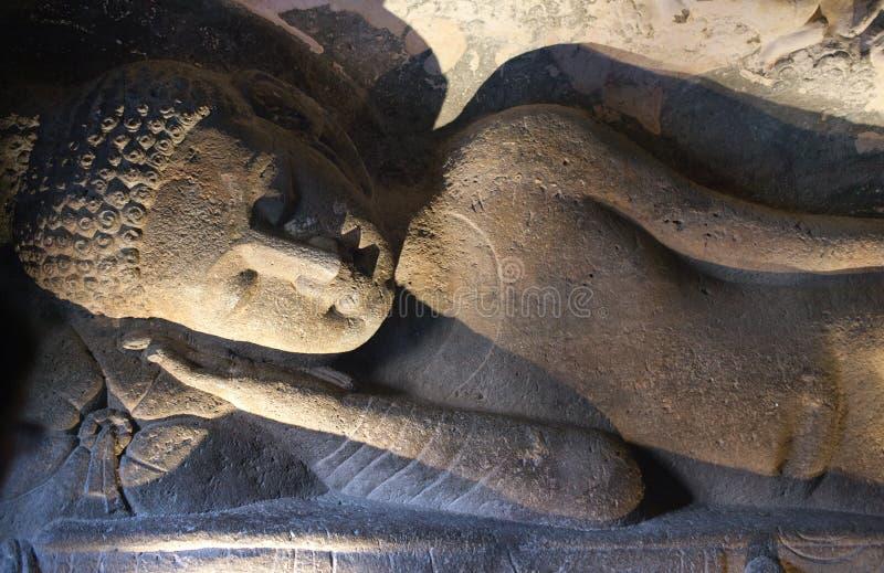 Antyczna Buddha statua w Ajanta zawala się, India obraz royalty free