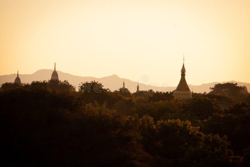 Antyczna buddyjskiej ?wi?tyni pagoda w Bagan, Myanmar Birma obraz royalty free