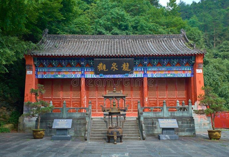 Antyczna Chińska świątynia w halnym Wudang w lesie obraz stock