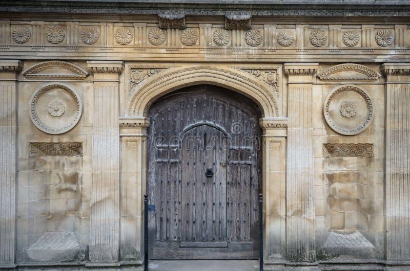 Antyczna dwoista brama w Cambridge zdjęcie stock