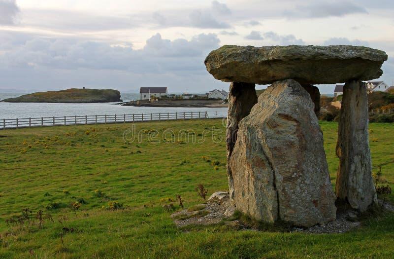 Antyczna era kamienia łupanego pomnikowy Anglesey, Walia zdjęcie royalty free