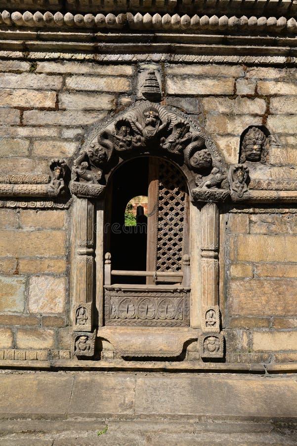 Antyczna Hinduska świątynia w Pashupatinath przed trzęsieniem ziemi to zdjęcie stock