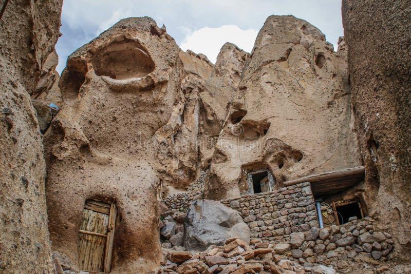 Antyczna Irańska jamy wioska w skałach Kandovan Spadek Persia zdjęcia stock