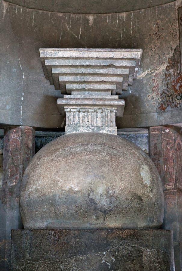 Antyczna kamienna buddhists stupa w Ajanta zawala się, India obrazy royalty free