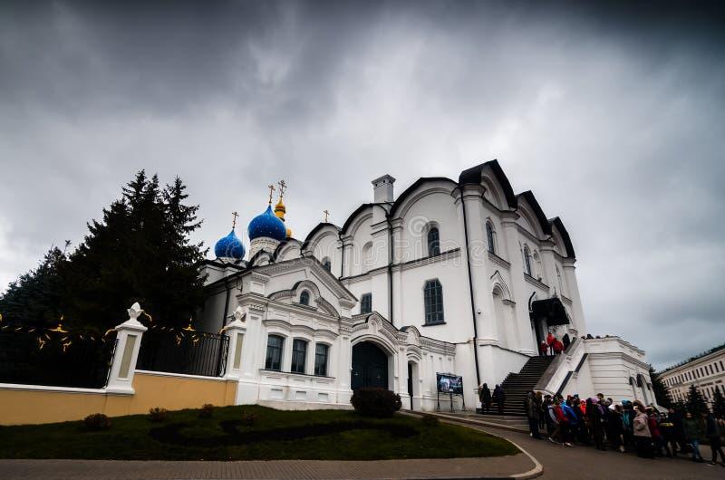 Antyczna katedra z błękitnymi cupolas obrazy stock