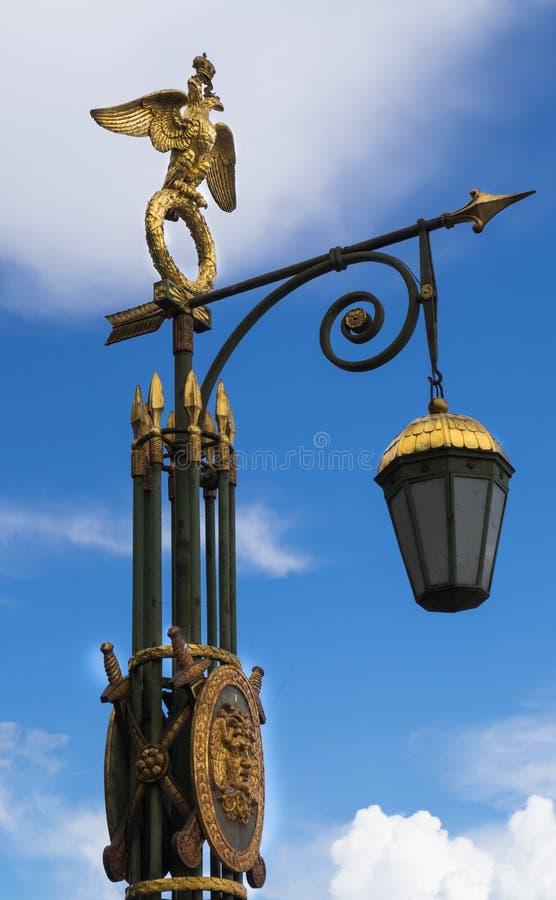 Antyczna latarnia uliczna w świętym Petersburg fotografia royalty free