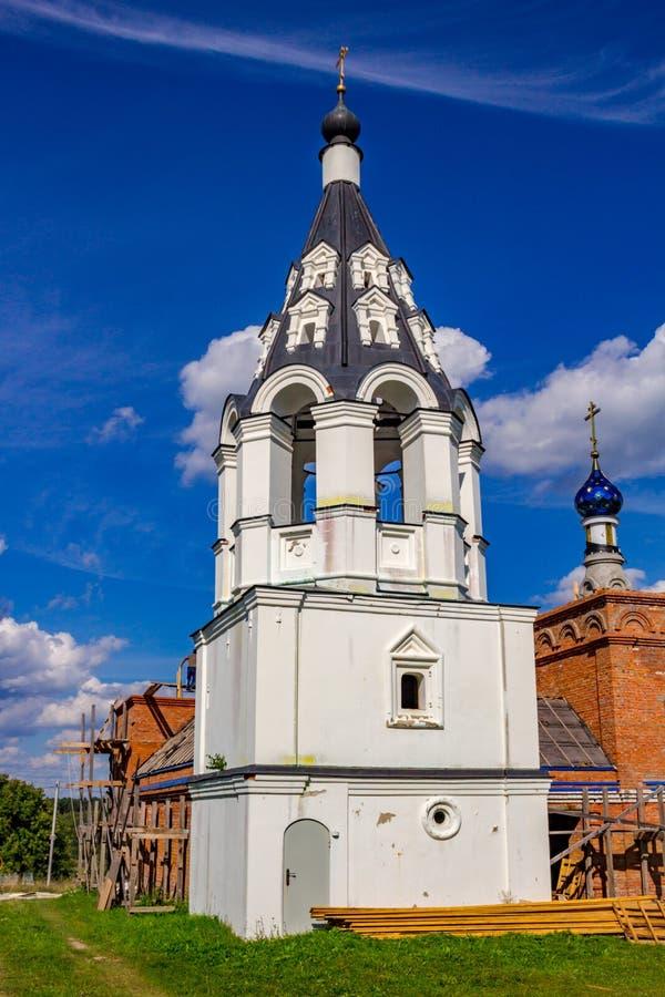Antyczna namiotowa dzwonnica xvii wiek Ilyinsky kościół w wiosce Ilinskoe fotografia royalty free