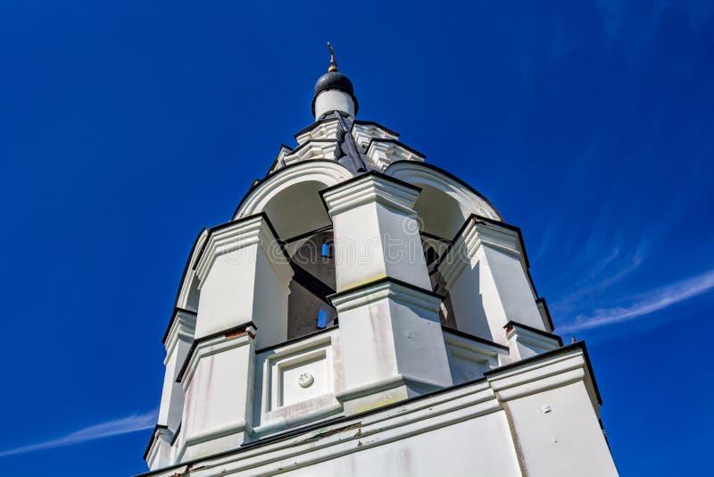 Antyczna namiotowa dzwonnica xvii wiek Ilyinsky kościół w wiosce Ilinskoe obraz stock