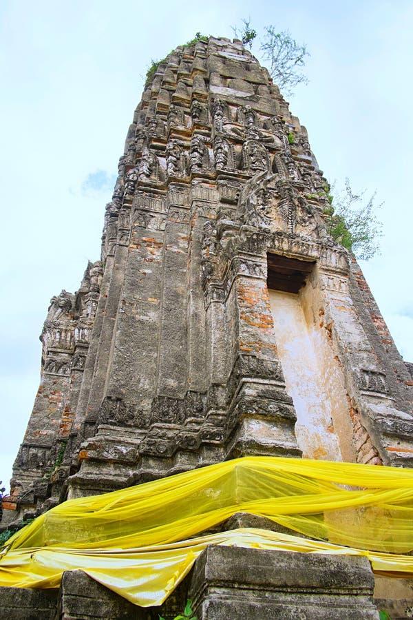 Antyczna pagoda w Tajlandzkiej buddyjskiej świątyni zdjęcie stock