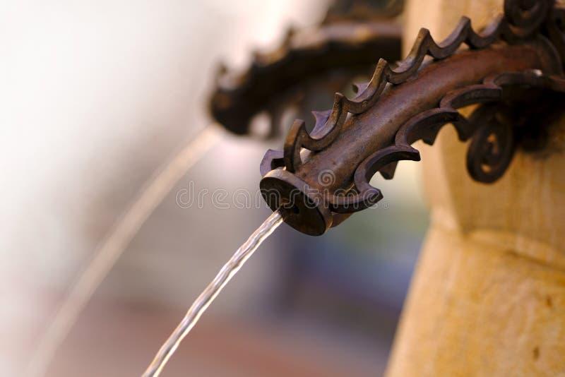 Antyczna pije fontanna, woda przepływ obraz stock