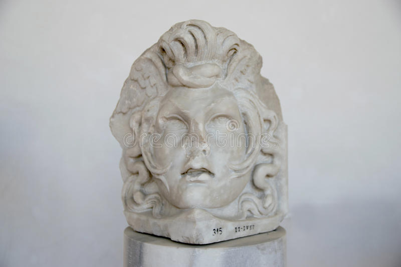 Antyczna rzeźba Aphrodite głowa w skąpaniach Diocletian Thermae Diocletiani w Rzym fotografia royalty free